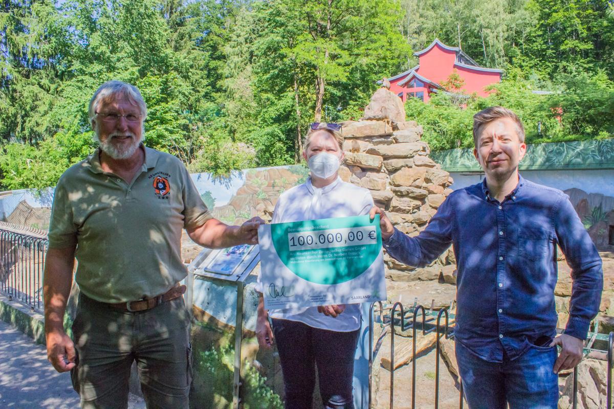 You are currently viewing Umwelt-Staatssekretär Sebastian Thul übergibt 100.000 € für Umbau der Paviananlage